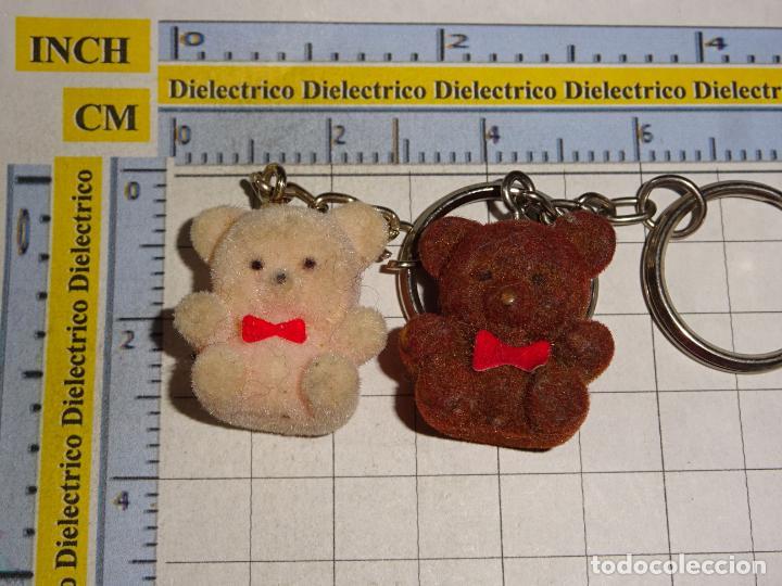 2 LLAVEROS DE MINIATURAS. ANIMALES. OSITOS AMOROSOS (Coleccionismo - Llaveros)