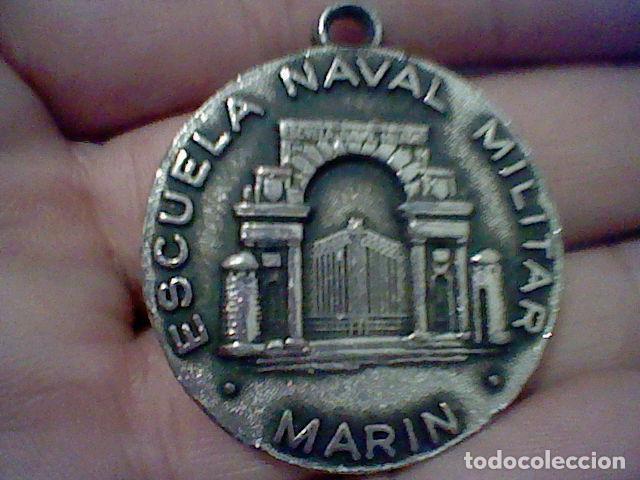 ESCUELA NAVAL MILITAR MARIN ARMADA ESCUDO DORSO SIN CADENA NI COLGADOR 4 CMS DIAMETRO (Coleccionismo - Llaveros)