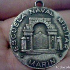 Coleccionismo de llaveros: ESCUELA NAVAL MILITAR MARIN ARMADA ESCUDO DORSO SIN CADENA NI COLGADOR 4 CMS DIAMETRO. Lote 194893508