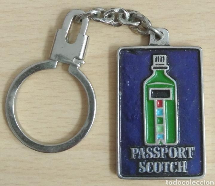 LLAVERO PASSPORT SCOTCH (Coleccionismo - Llaveros)