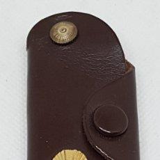 Coleccionismo de llaveros: LLAVERO AÑOS 60 SEAT CON INSIGNIA METALIXA CON LICENCIA FIAT. Lote 195413365