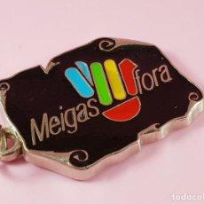 Coleccionismo de llaveros: PIEZA LLAVERO-PROGRAMA GALLEGO TV-MEIGAS FORA-1993-EXCELENTE-ESMALTADO-ANTIGUO-VER FOTOS. Lote 197956470