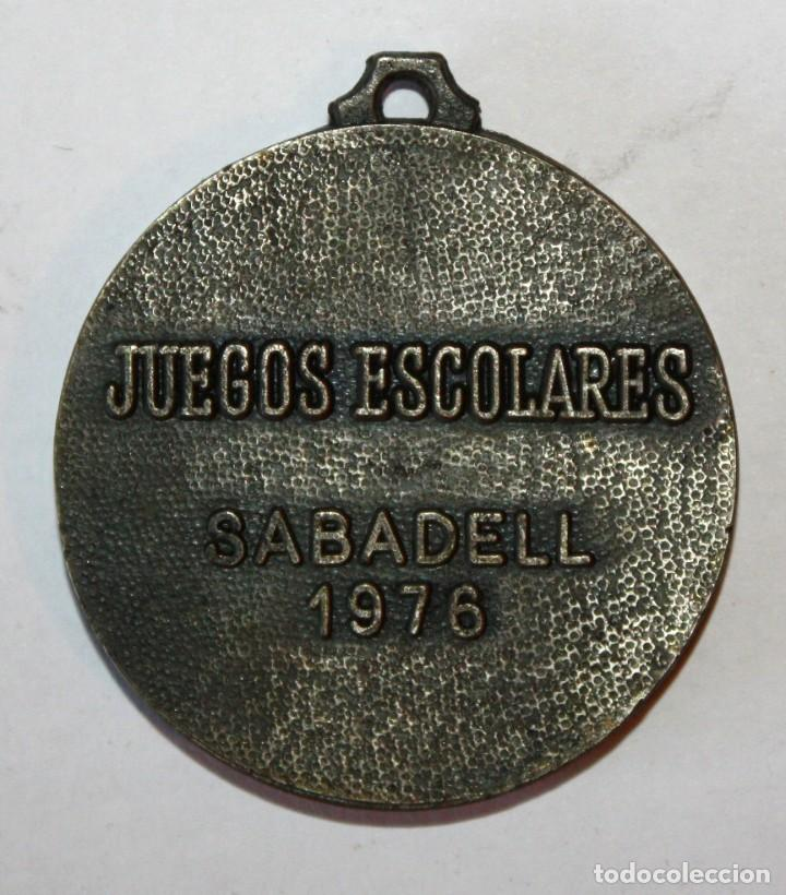 Coleccionismo de llaveros: LLAVERO DE JUEGOS ESCOLARES SABADELL. AÑO 1976. REALIZADA EN METAL - Foto 2 - 201179035