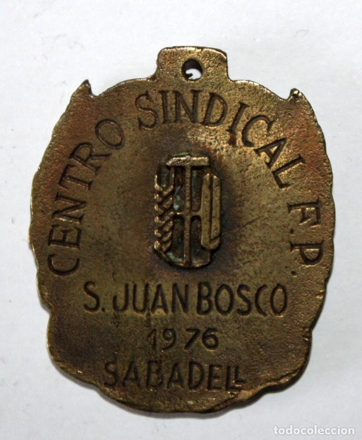 Coleccionismo de llaveros: LLAVERO DE CENTRO SINDICAL F.P. SAN JUAN BOSCO. SABADELL (1976). DEPORTE. BALONMANO - Foto 2 - 201181880