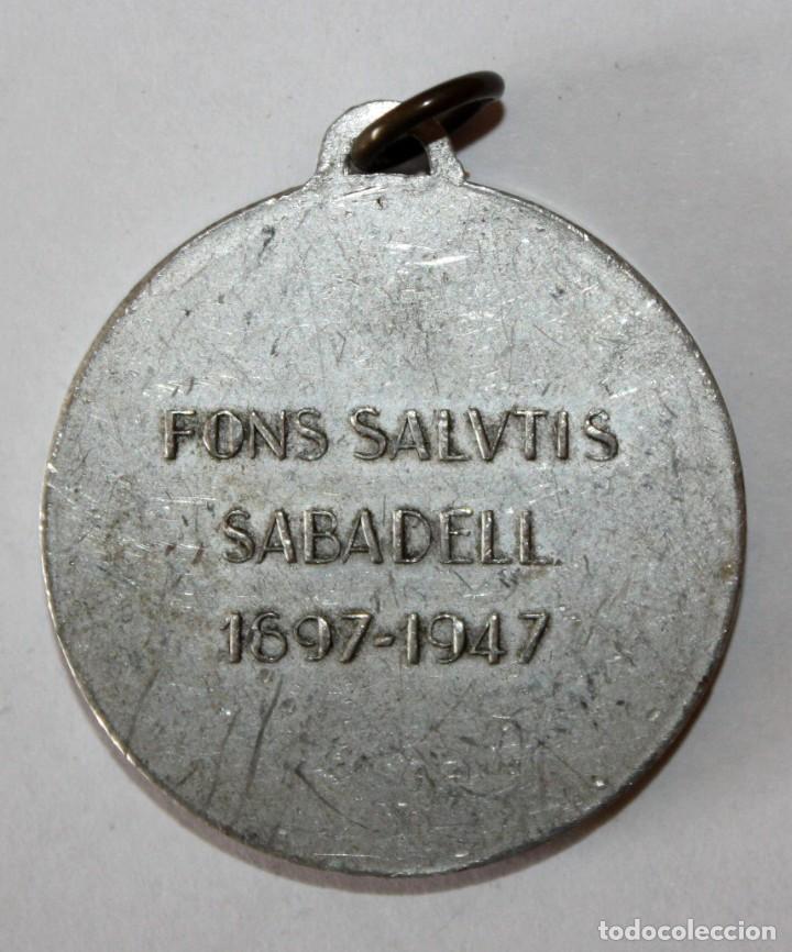 Coleccionismo de llaveros: LLAVERO DE LA MARE DE DEU DE LA SALUT. SABADELL. FONS SALUTIS (1897 - 1947) - Foto 2 - 201188946