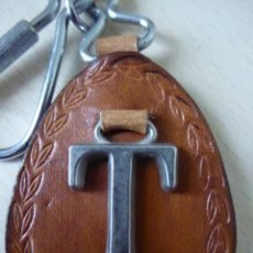 Collectionnisme de portes-clés: LLAVERO LETRA T METÁLICA SOBRE PIEL. Lote 210123481
