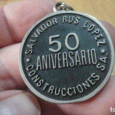 Collezionismo di Portachiavi: ANTIGUO LLAVERO.50 ANIVERSARIO.CONSTRUCCIONES SALVADOR RUS LOPEZ 1928-1978. Lote 213599453