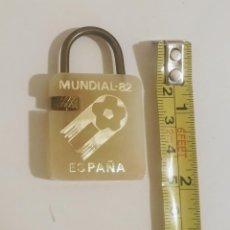 Coleccionismo de llaveros: ORIGINAL LLAVERO EN FORMA DE CANDADO. MUNDIAL 82. RESTAURANTE MARISQUERÍA PLAYA GANDÍA. Lote 216987317
