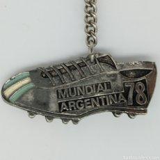 Coleccionismo de llaveros: ANTIGUO LLAVERO CAMPEONATO FUTBOLÍSTICO MUNDIAL ARGENTINA 1978 EN FORMA DE BOTA DE FÚTBOL. Lote 221413116