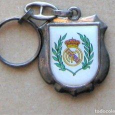 Coleccionismo de llaveros: LLAVERO REAL MADRID CF PEÑA MADRIDISTA ALFONSO BODAS DE PLATA FUTBOL METAL KEYRING KEY CHAIN R129. Lote 222124692
