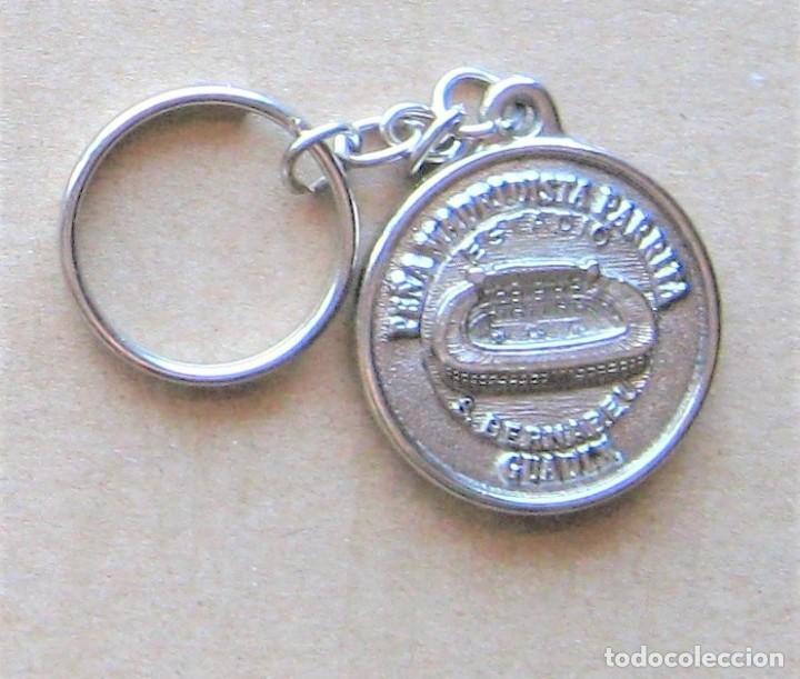 LLAVERO REAL MADRID CF PEÑA PARRITA GUADIX GRANADA FUTBOL METAL KEYRING KEY CHAIN R136 (Coleccionismo - Llaveros)