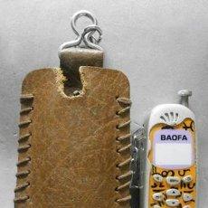 Coleccionismo de llaveros: LLAVERO DE METAL MECHERO MOVIL BAOFA CON ESTUCHE DE CUERO - LLAV-12053 - B-327. Lote 235078740