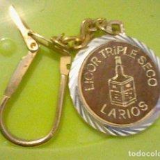 Coleccionismo de llaveros: LARIOS TRIPLE SECO LARIOS LICOR LLAVERO METAL LIGERO COCHE EPOCA 3 CMS RETRO ORIGINAL. Lote 235132235