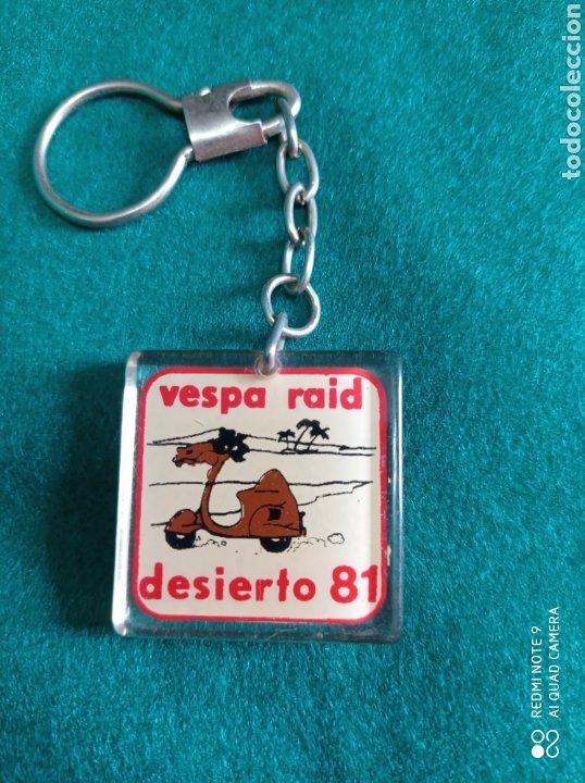 LLAVERO VESPA RAID DESIERTO 81 (Coleccionismo - Llaveros)