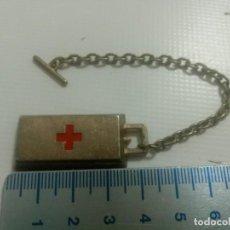 Colecionismo de porta-chaves: LLAVERO ANTIGUO PUBLICIDAD CRUZ ROJA LINGOTE DE ORO DE METAL LOTE. Lote 254783055