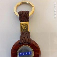 Coleccionismo de llaveros: LLAVERO PARA COCHE FIAT FABRICADO EN ITALIA CALIDAD MADERA METAL Y CUERO.. Lote 262438345