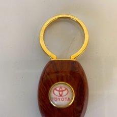 Coleccionismo de llaveros: LLAVERO PARA COCHE TOYOTA FABRICADO EN ITALIA CALIDAD MADERA METAL.. Lote 262441600