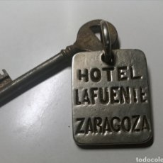 Collezionismo di Portachiavi: ANTIGUO LLAVERO DEL HOTEL LAFUENTE DE ZARAGOZA - HABITACIÓN 5 - CON SU LLAVE. Lote 269986253
