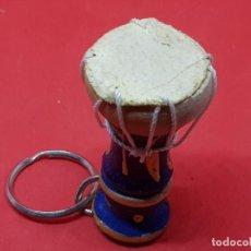 Coleccionismo de llaveros: LLAVERO TAMBOR AFRICANO HECHO A MANO. Lote 277268128