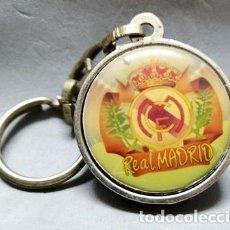 Coleccionismo de llaveros: LLAVERO DE METAL ESMALTADO MEDIO BALON REAL MADRID - A-LLAV-14598 - B-468. Lote 278702048