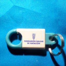 Coleccionismo de llaveros: LLAVERO FEDERACIÓN BALEAR DE NATACIÓN (COLOR CELESTE), VER OTRA FOTO.. Lote 288125323