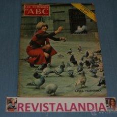 Coleccionismo de Los Domingos de ABC: REVISTA SEMANAL,LOS DOMINGOS DE ABC,LAURA VALENZUELA,7-2-71. Lote 40290456