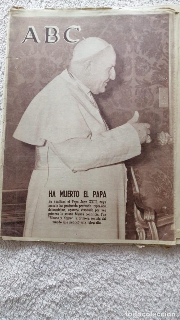 ABC MADRID 4 JUNIO 1963 HA MUERTO EL PAPA Nº 17852 (Coleccionismo - Revistas y Periódicos Modernos (a partir de 1.940) - Los Domingos de ABC)