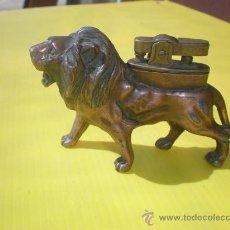 Mecheros: MECHERO LEON EN COBRE ANTIGUO. Lote 25543388