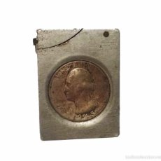Mecheros: ANTIGUO MECHERO DE GASOLINA EN METAL CROMADO CON MONEDA DE PLATA DOLLAR 1.945. Lote 49967265