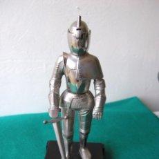 Mecheros: FIGURA ARMADURA DE METAL CROMADO - MECHERO - ALTURA: 18 CMS.. Lote 87898956