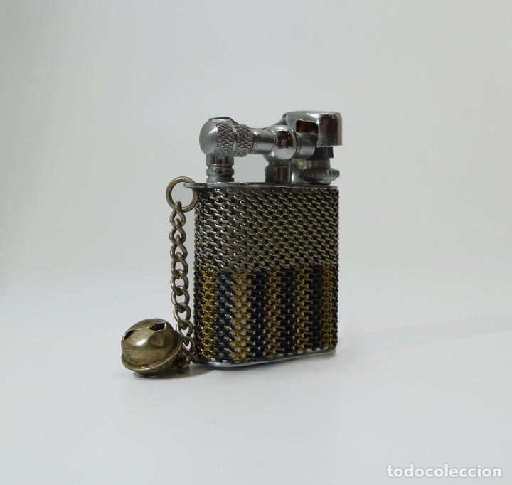 Mecheros: Mechero pequeño de gasolina metal cromado y malla en estuche -Siglo XX - Foto 2 - 103344391