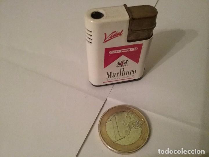 MECHERO / ENCENDEDOR PEQUEÑO MARLBORO (Coleccionismo - Objetos para Fumar - Mecheros)