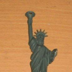 Mecheros: MECHERO ESTATUA DE LA LIBERTAD NEW YORK (USA) - FUNCIONA GIRANDO EL LIBRO.. Lote 127161087