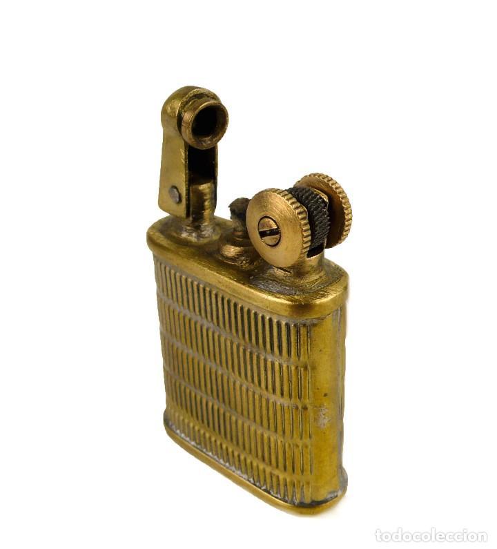 Mecheros: Mechero gasolina metal dorado brazo elevador - años 30-40 - Foto 3 - 127264279