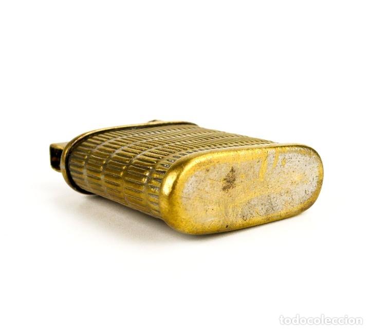 Mecheros: Mechero gasolina metal dorado brazo elevador - años 30-40 - Foto 4 - 127264279