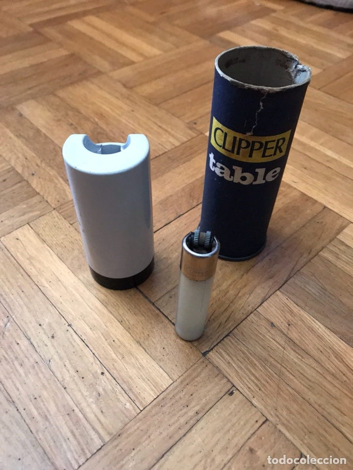CLIPPER TABLE PORTAMECHEROS SOPORTE BOTE LATA (Coleccionismo - Objetos para Fumar - Mecheros)