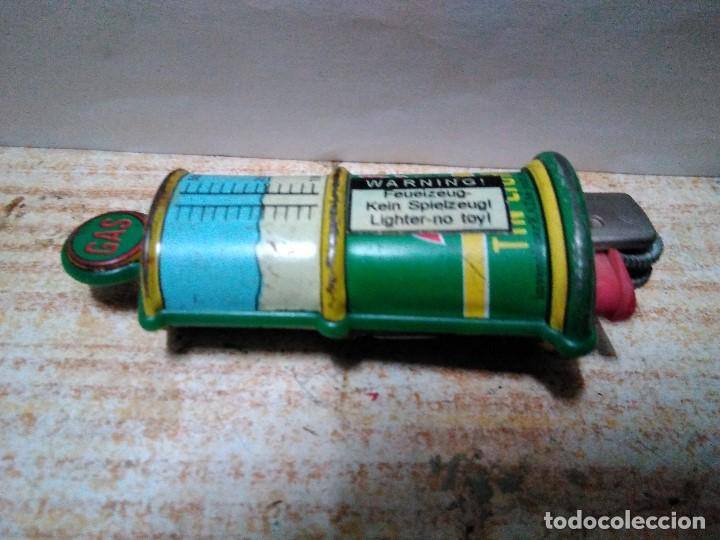 SURTIDOR DE GASOLINA EN HOJALATA FUNDA DE MECHERO (Collectable Objects - Objects for Smoking - Lighters)