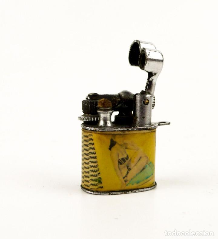 Mecheros: Minúsculo mechero de gasolina con decoración chica pin up - años 50 - Foto 3 - 158590338