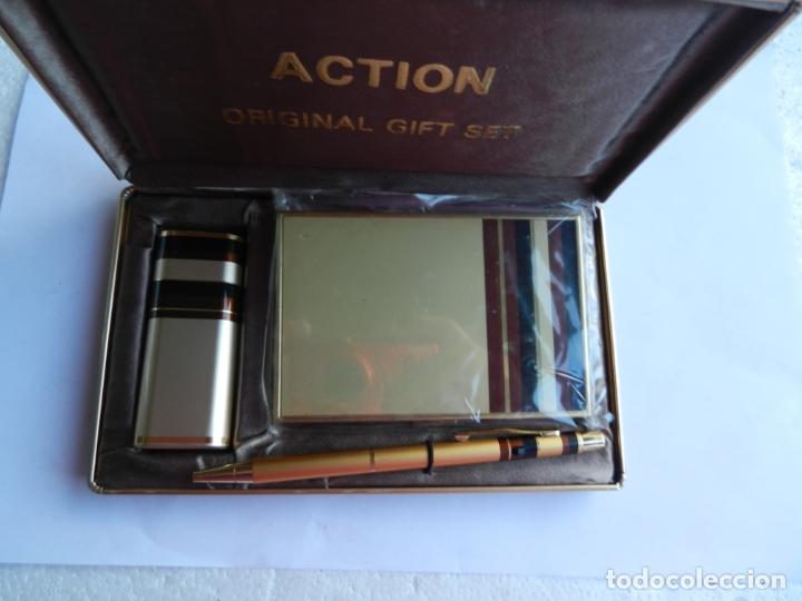 ESTUCHE ACTION ORIGINAL GIFT SET CON MECHERO PITILLERA Y BOLÍGRAFO. (Coleccionismo - Objetos para Fumar - Mecheros)