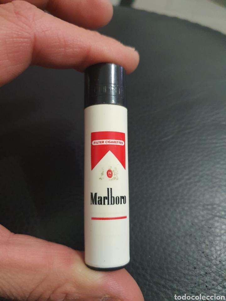 CLIPPER MECHERO MARLBORO RED PIN VINTAGE (Coleccionismo - Objetos para Fumar - Mecheros)
