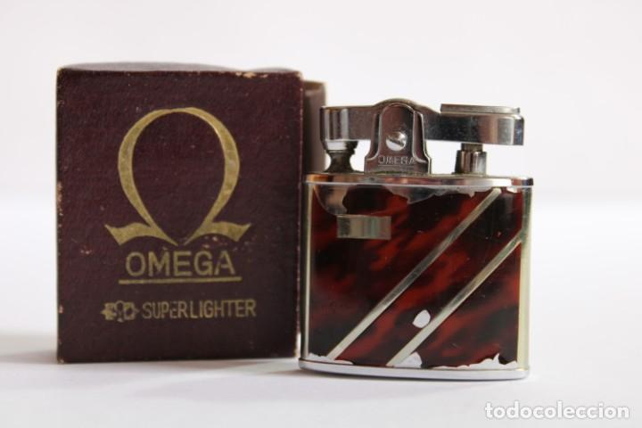 ANTIGUO MECHERO DE GASOLINA OMEGA SUPERLIGHTER BY Y.B.C EN SU CAJA ORIGINAL (Coleccionismo - Objetos para Fumar - Mecheros)