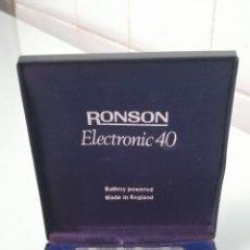 Mecheros: PRECIOSO MECHERO ENCENDEDOR RONSON VARAFLAME ELECTRONIC 40. PLATEADO. ESTUCHE ORIGINAL.. Lote 240806625
