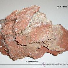 Coleccionismo de minerales: YESO ROJO CON PEQUEÑOS JACINTOS DE COMPOSTELA. LONGITUD MAYOR 30 CM. PESO 4980 GRAMOS. Lote 26651893