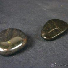 Coleccionismo de minerales: CONJUNTO DE 2 PIEDRAS PULIDAS HEMATITES NEGRAS MINERALOGÍA 3,5 X 3, 5 X 1 APROXIMADAMENTE. Lote 42237348
