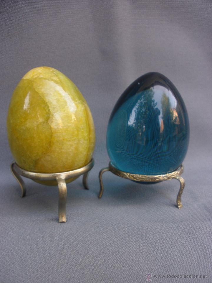 Coleccionismo de minerales: huevo de piedra pulida agata en color ambar yema de huevo y otro de cuarzo azul transparente. - Foto 2 - 53194424