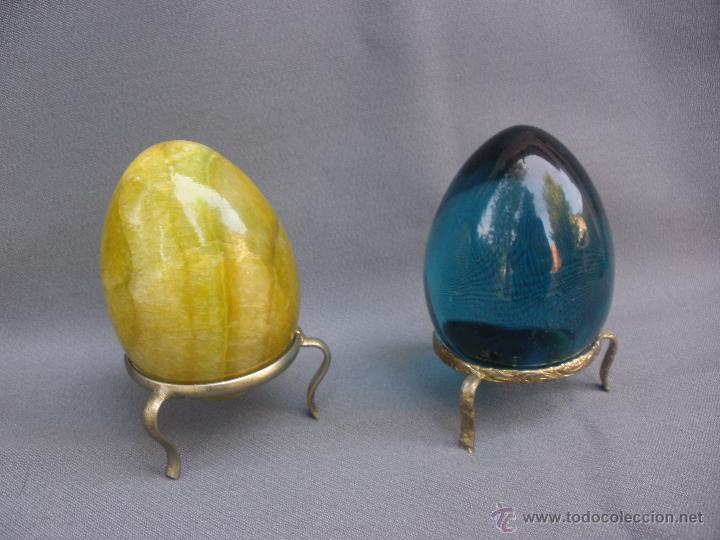 Coleccionismo de minerales: huevo de piedra pulida agata en color ambar yema de huevo y otro de cuarzo azul transparente. - Foto 3 - 53194424
