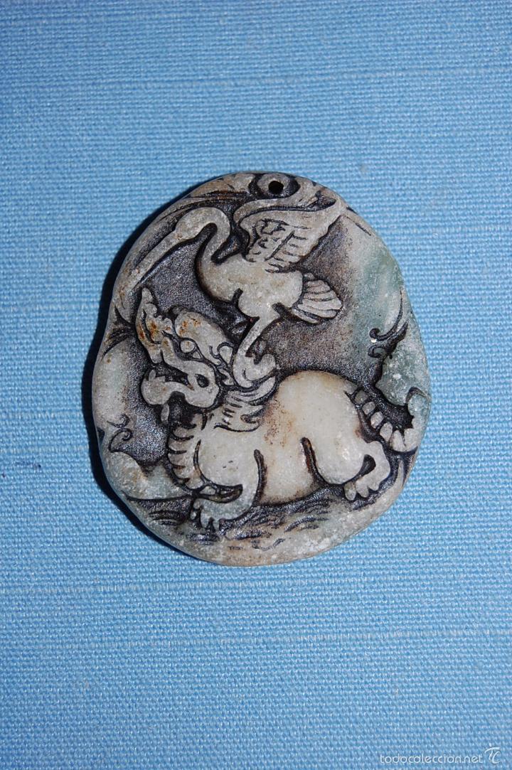 AMULETO COLGANTE FURIA CON AVE EN JADE (Coleccionismo - Mineralogía - Otros)