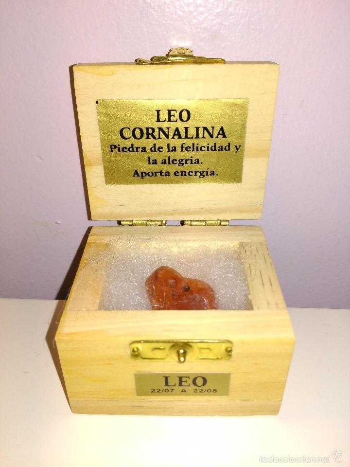 PEQUEÑO COFRE CON PIEDRA CORNALINA. PIEDRA DEL SIGNO LEO. MADE IN BRASIL. (Coleccionismo - Mineralogía - Otros)