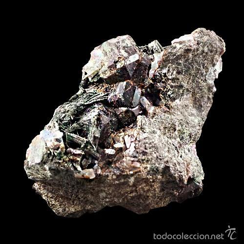 *** PRECIOSOS GRANATES SOBRE URALITA. MINA DE CALA, HUELVA *** (Coleccionismo - Mineralogía - Otros)