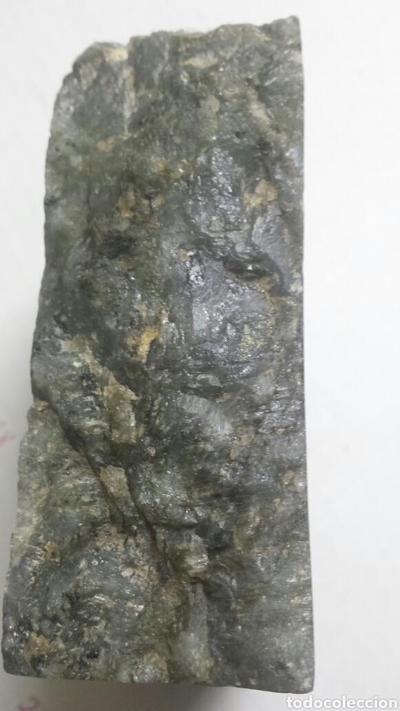 Coleccionismo de minerales: Gema Labradorita acabada y pulida en un lado en forma de cenicero raro - Foto 3 - 77627553